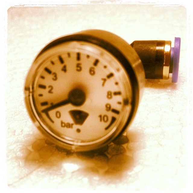 1 Paar Mini-Manometer inkl. Schlauchfitting, montagefertig, 0-10